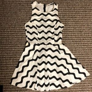 Sleeveless nasty gal black and white dress small
